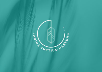 Janina Curtius-Hartung Logo